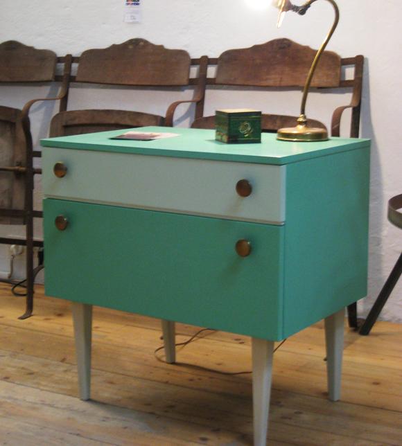 Petit meuble vintage à rabat en bois peint